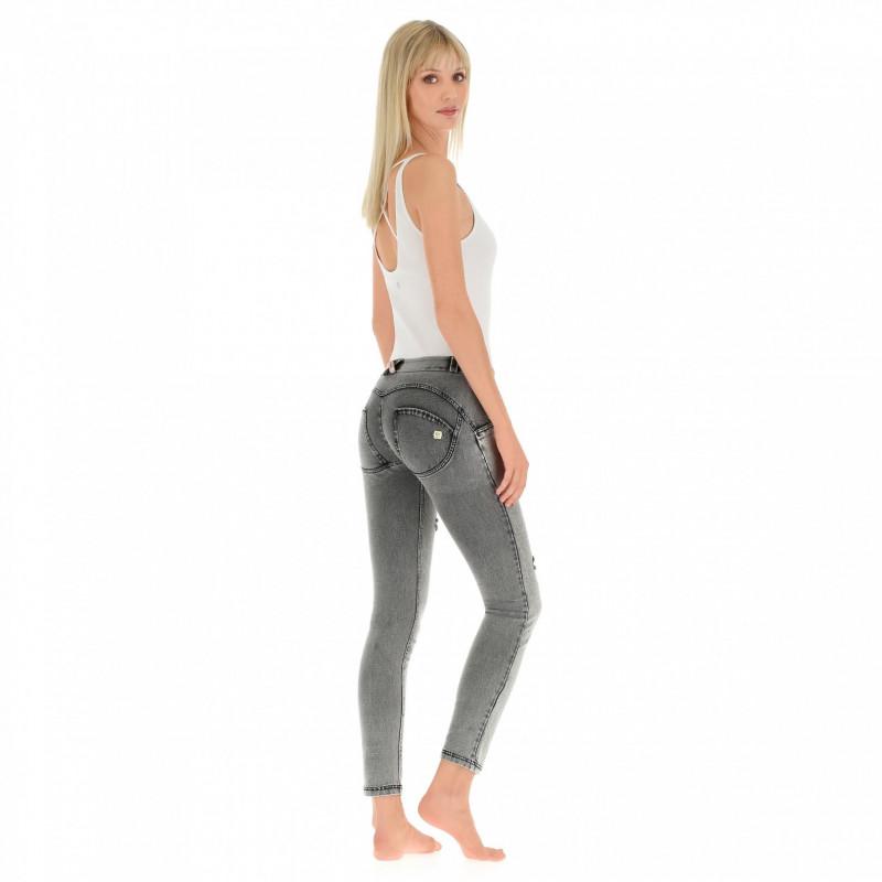 WR.UP® Denim - Skinny z regularnym stanem - z przetarciami - J3N