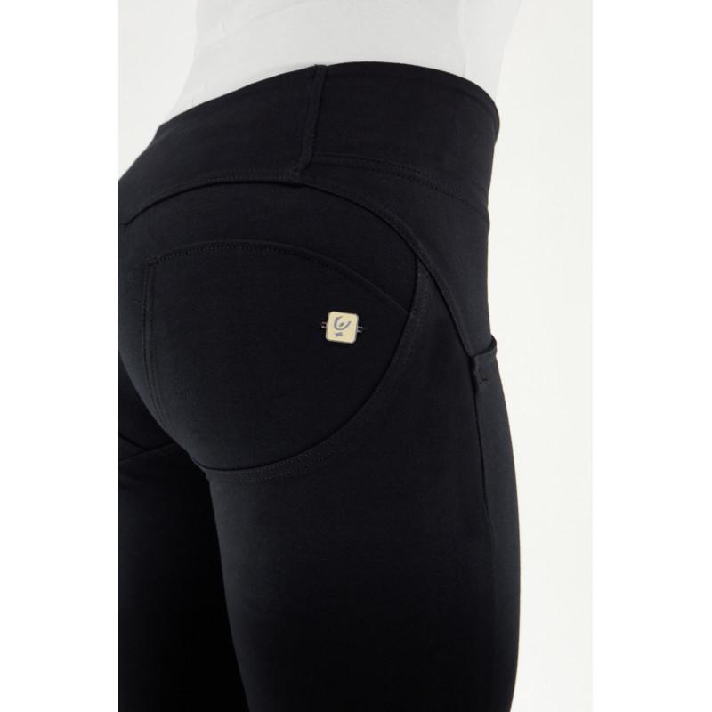 WR.UP® Denim - Regular Waist Skinny - z haftem w okolicy łydek oraz czerwonym szwem