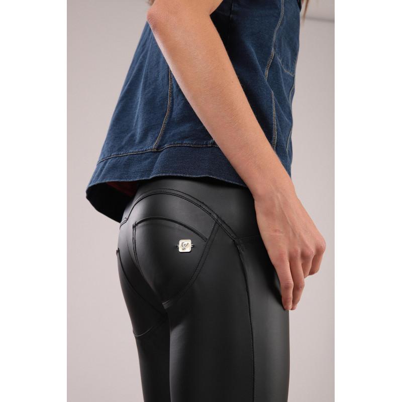 WR.UP® - Regular Waist Skinny mit Shaping-Effekt aus Ecoleder